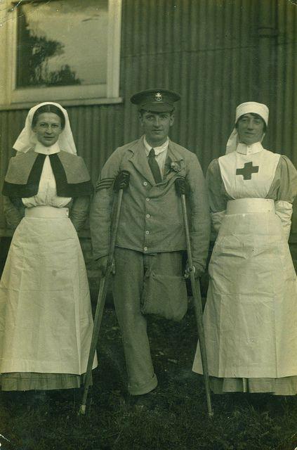 Ambos utilizados por enfermeras en los años 20